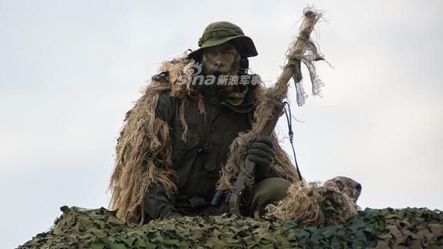 狙击手在很早时候就出现在历史舞台上,直到现在狙击手仍然在各国军队中作为不可或缺的一部分,发挥着重要的作用。(利刃巨透社)