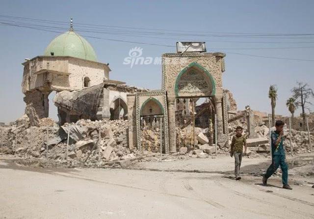 2017年7月,伊拉克政府军在西方联军的帮助下经过近9个月战斗才从极端组织手中收复了摩苏尔,不过一年过后整个城市的大部分还是残垣断壁。(鼎盛军事)