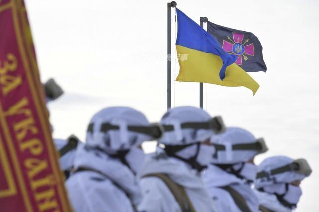 特种作战已成为能够直接和迅速达成军事、政治目的的一种新作战样式,而为了恢复和发展并考虑到特种作战部队在确保国家安全方面的重要作用,乌克兰最近为这支部队更换了新徽章。(鼎盛军事)
