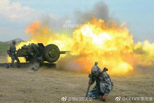 """说起炮兵,大家的印象总是叱咤风云、雷霆万钧的""""陆战之神"""",在大小作战中,代表着远程攻击和强大火力的炮兵,总能为战斗胜负起到一锤定音的作用。在空降兵的战斗序列里,同样活跃着一支炮兵部队。(来源:CCTV军事报道/我们的天空)"""
