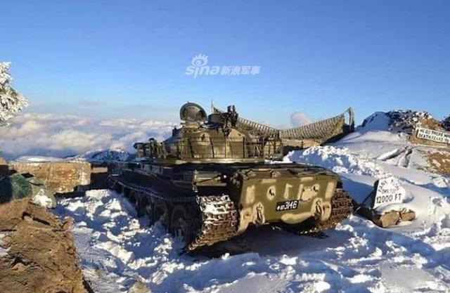 日前,巴基斯坦公布了一组照片,照片显示巴基斯坦装备的中国产69II中型坦克在海拔4000米的巴基斯坦和印度边境线上巡逻的场景。(环球网)