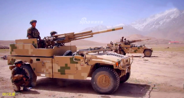 据悉、我西部战区陆军新疆军区特种作战旅也列装有国产001型82毫米车载速射迫击炮。(来源:鼎盛论坛/007兄弟)