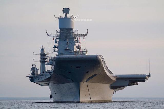 2018年12月4日,印度海军庆祝海军日,展示了其航母和其他装备。