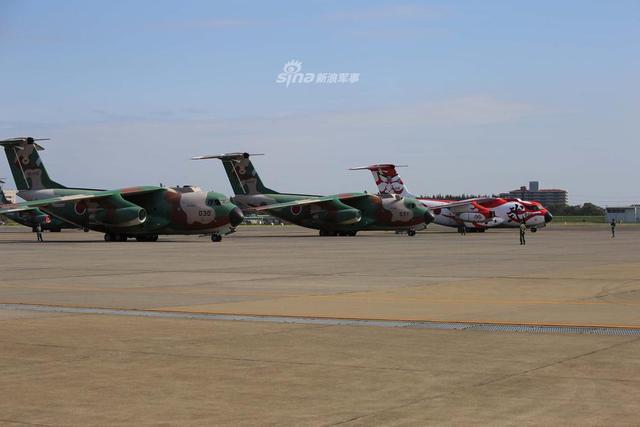 日本航空自卫队第二运输飞行团成立60周年纪念日,日本C-2运输机展示了独特的纪念涂装。
