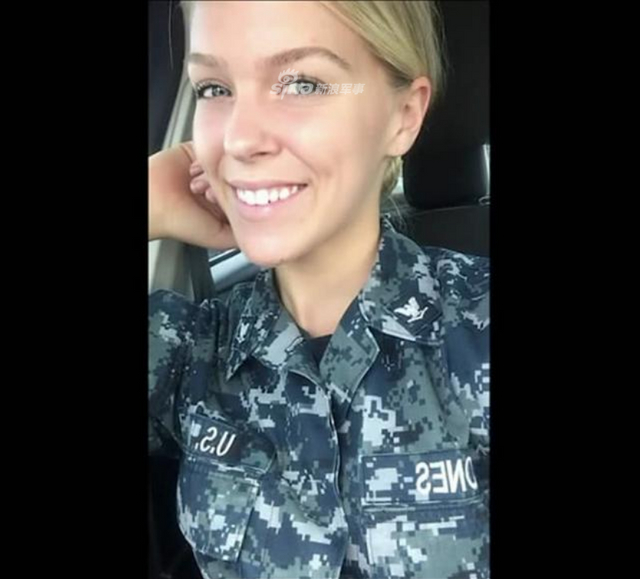 在美国军队中有大量女兵,她们在军队中和男兵一样从事着各种工作,这一定程度上缓解兵源紧张的矛盾;但长期在压力比较大的环境中也让一些女兵会想办法来排解,今天的主角美国海军女兵乔丹·琼斯白天是一名水手从事着繁重的工作。(鼎盛军事)