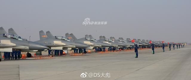 最近一段时间,歼-16批产的相关新闻可是相当之多,但一些说法也大相径庭。有说法,歼-16及其衍生的多用途电子战飞机歼-16D(暂定名),将会批产300-400架之多,另一种说法,歼-16由于使用中航工业雷达院的多用途相控阵机载雷达不过关,遭遇难产。(来源:DS大彪)