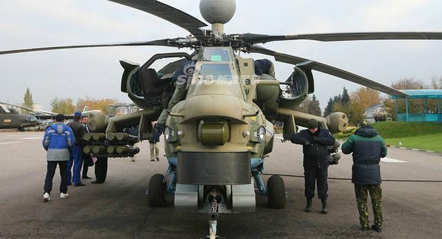 据防务世界网站近期报道,俄罗斯军队中目前主要装备有2款攻击型直升机,它们分别是Ka-52与Mi-28,近几年这两款直升机都进行了多次性能提升,以满足俄军不断提出的作战要求。(烽火军事)