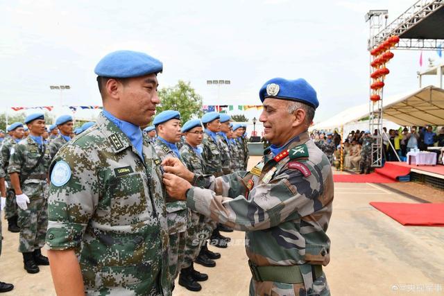 """中国第5批赴南苏丹维和步兵营荣获""""和平荣誉勋章"""""""