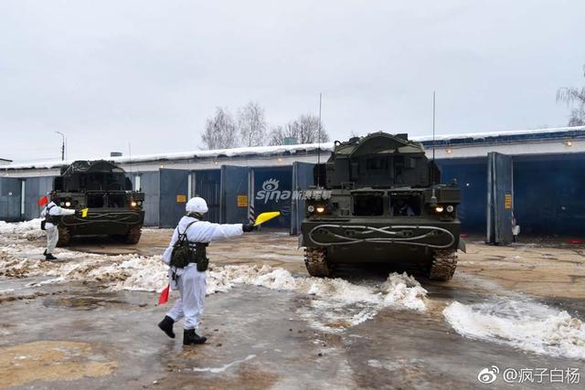 2月6日在莫斯科地区附近的Golovenki训练场,对俄罗斯西部军区坎捷米罗洛夫近卫坦克第4师下属第538近卫防空导弹团最新列装的道尔--М2У防空导弹系统进行战备检查。(图片来源:疯子白杨)