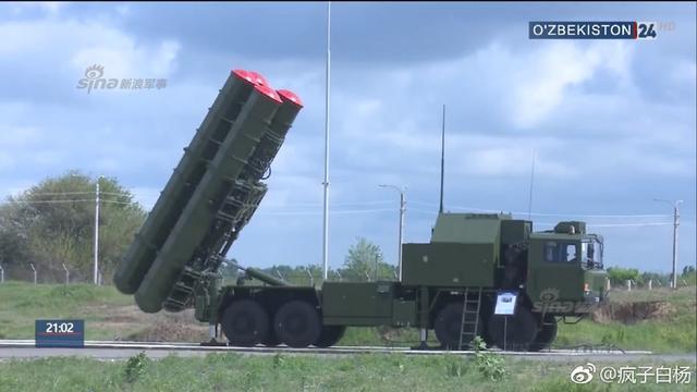 乌兹别克斯坦列装的FD-2000B防空导弹系统近日曝光。 FD-2000防空系统为中国红旗-9号地空导弹系统外贸版。由于FD2000防空导弹采用了先进的垂直发射装置,导弹起飞后自主转向目标,每个FD2000的发射架都能实现360度无死角、全方位打击。(来源:疯子白杨)