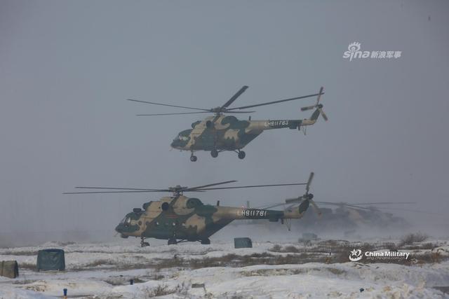 1月8日,新疆军区某陆航旅紧贴使命任务特点,开展严寒条件下直8G、直9和直10直升机多课目飞行训练,锤炼各级指挥员临机指挥能力,砥砺飞行员严寒条件下的技战术水平。(来源:军网英文 007兄弟)