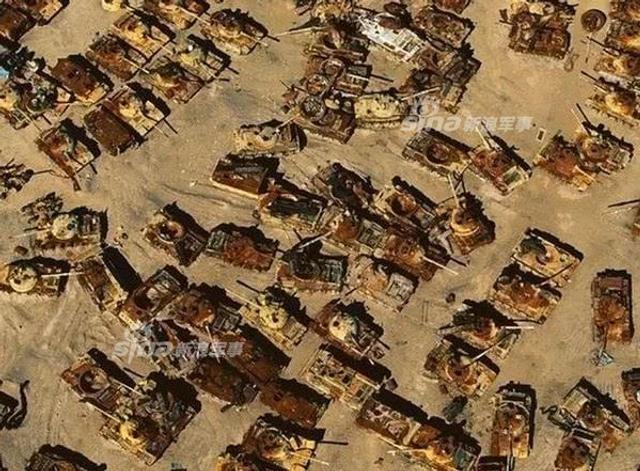 1991年1月17日至2月27日期间,以美国为首的盟军对伊拉克军队展开了大规模军事行动,目标是解放科威特;这场战争的特点是大量使用坦克,而战争结束后被摧毁坦克装甲车辆的残骸被放置在科威特一块无人区。(来源:鼎盛军事)