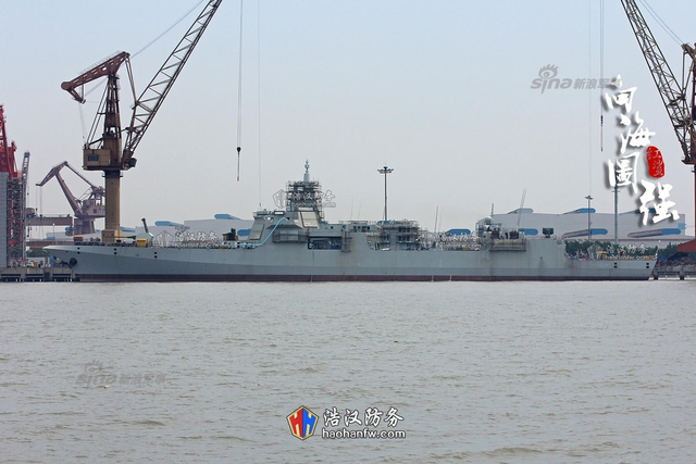 """5月注定是一个让中国军迷特别是海军军迷兴奋的日子,这前有国产航母""""二号舰""""的启航试航,而这后国产首艘万吨大驱055的一号舰""""101""""舰也在近日出港池准备开始进行试航工作。(来源:浩汉防务)"""