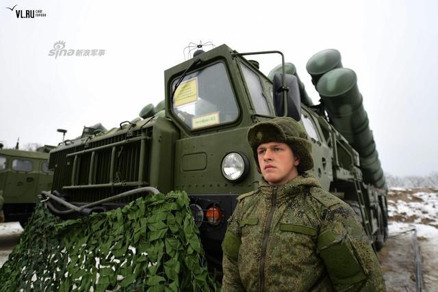 近日俄媒称,中国已接收到首批一个团S-400防空导弹系统的一部分。两艘货船运载S-400防空导弹系统已交付中国,包括指挥所、雷达站、发射系统、电力设备和其它部件,不过还缺少部分设备,预计缺少的部分设备将在夏季完成交付。