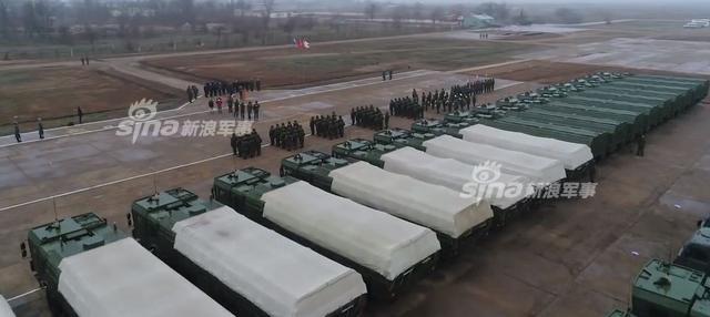 """随着美国和北约国家不断把军队和军事装备部署到靠近俄罗斯的邻国,俄罗斯不得不做出回应,展示了最为先进的战役战术导弹伊斯坎德尔。该导弹重3800公斤,最大射程约480公里,能够突破包括""""爱国者""""在内的任何反导系统。伊斯坎德尔导弹配有惯性制导、卫星导航和景象匹配制导等制导方式,可根据战场的天气、目标的性质和弹头的种类选用不同的制导系统,命中精度理论上在5-30米左右。(来源:鼎盛军事)"""
