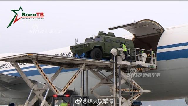 2018年1月18日,白俄罗斯某机场一架中国国航的重型货运飞机安全降落,该机舱内部搭载多辆先进轮式装甲战车。该战车的编号为CS/VN3,这是一款4轮的轻型装甲车。(来源:烽火议军情)