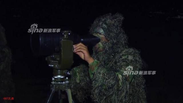 近日网友曝光我军某师合成营夜色中发射国产红箭11型反坦克导弹的图片。红箭11与此前在航展上频繁曝光的红箭12单兵反坦克导弹,是我国最新的两种轻型先进反坦克武器。(来源:鼎盛 007兄弟)