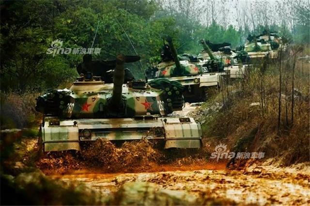 """中国陆军是解放军最早建立和领导的武装力量,历史悠久,敢打善战,战功卓著。步入新时代,他们在应对多种安全威胁、完成多样化军事任务中,发挥着积极重要的作用。有人说,中国陆军,是""""地表最强""""的陆战力量!(来源:东线瞭望)"""