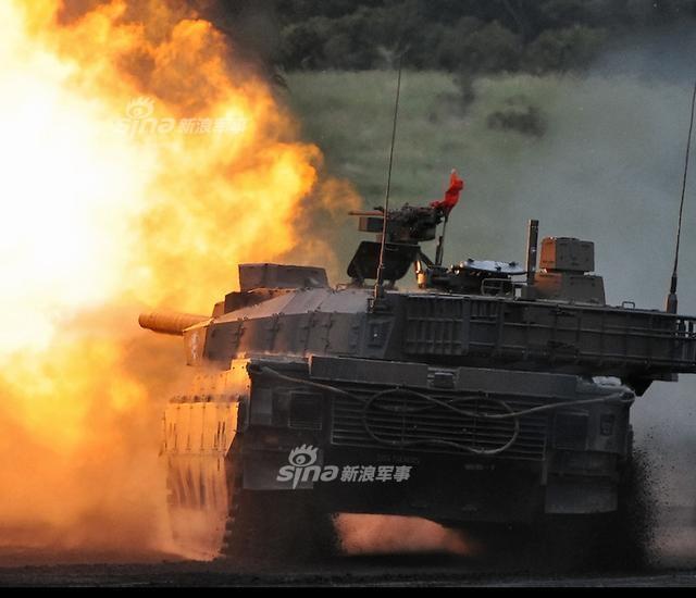 日本神户制钢在铝制品和铜制品的强度造假丑闻目前是越滚越大。今天更是传出不仅丰田、马自达、美国波音等200家公司遭波及,连日本国防相关制品也用了这些假造强度的金属制品。图为三菱重工研发生产10式主战坦克。