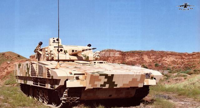 战场上各种主战坦克仍是地面强大的突击力量,而步兵战车则是步坦协同的重要保障;而履带式能保证步兵战车具有良好的稳定性,能适应各种不同的路面条件和机动性等优点而备受各国军队的喜爱,为此中国与时俱进研发了一款外贸VN-17型重型履带式步兵战车。