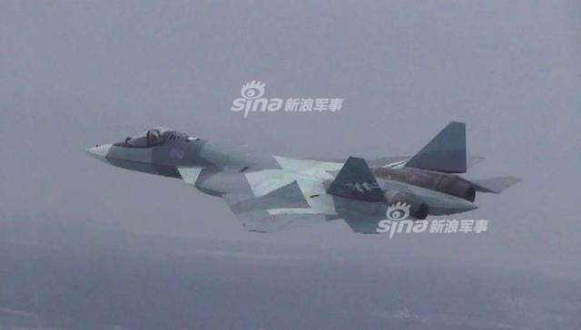 俄罗斯联邦工业和贸易部部长周二向记者表示,俄罗斯第五代战斗机苏-57配备第二阶段发动机进行了首飞。俄工业和贸易部表示,2017年12月5日,俄罗斯苏-57战斗机配备第二阶段发动机在格罗莫夫飞行试验研究所完成了首飞。