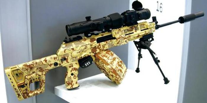 俄军列装新一代班用机枪 能换长短两种枪管(图)