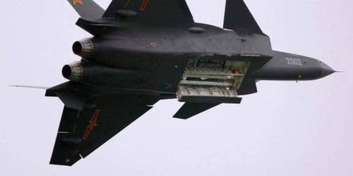 中国研发新武器:尺寸小射程远 歼20弹仓可以装12枚