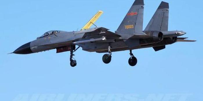 我軍殲11B首曝掛載PL15導彈 或換裝有源相控陣雷達