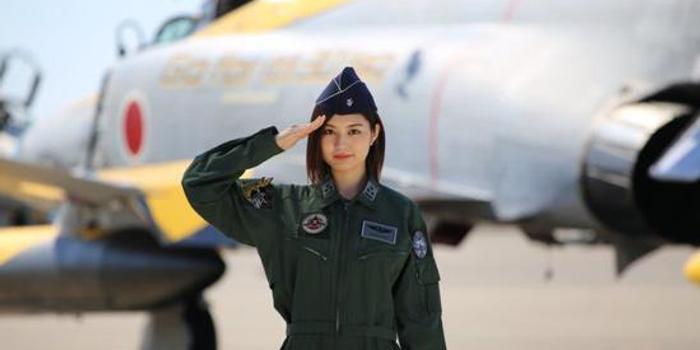 2020年日本自卫队官媒首位封面女郎曝光(图)