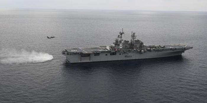 美军最大两栖舰部署日本 进行F35B战机着舰训练(图)
