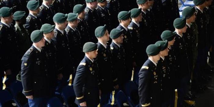 美军将迎来女性绿色贝雷帽特种兵 正进行最后训练