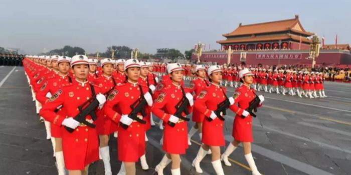 參加國慶閱兵的女民兵 正式入列中國火箭軍(圖)