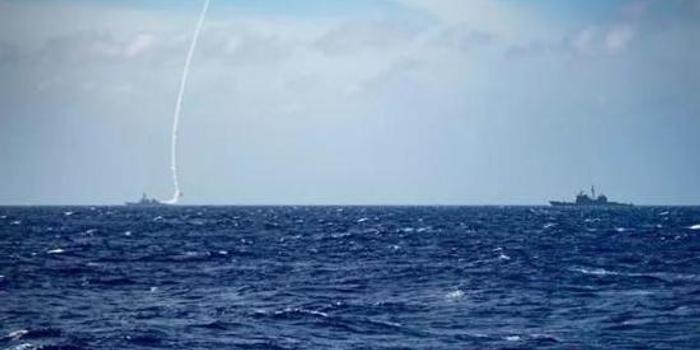 我军机绕飞台湾西南海域后 美舰同日通行台湾海峡