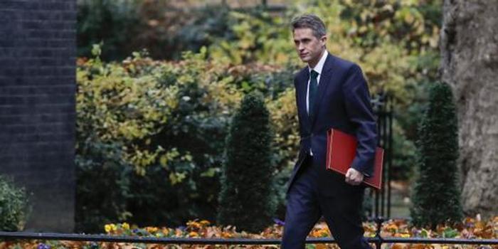 英國防大臣因曝有關華為信息被開除 曾欲派航母到南海