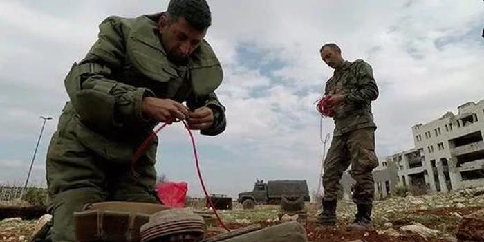 叙利亚工兵在阿勒颇排雷 发现大量土耳其地雷(图)