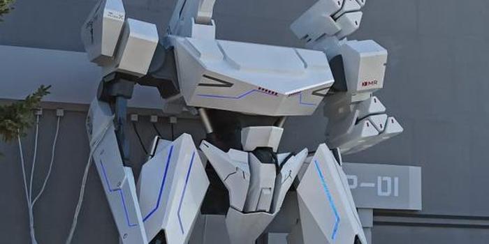 空軍開放日巨型機甲亮相:酷似高達風頭不遜殲20(圖)
