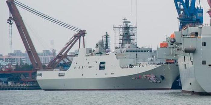 第7艘071登陆舰已刷舷号即将服役 或将再造4艘(图)