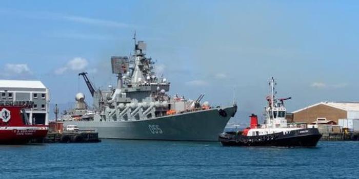 中俄战舰聚南非:俄055舰气势逼人 我军新锐反成陪衬?