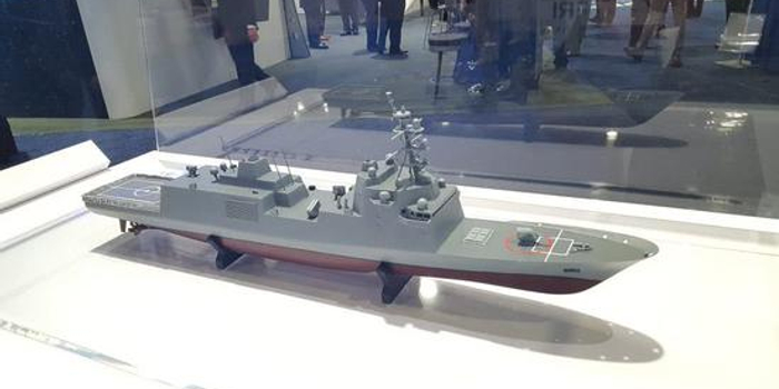 美军拟砍掉2艘核航母加速购新护 和中国054B舰类似