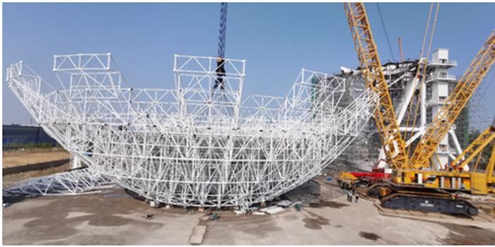 中国火星探测70米天线整体吊装成功 将成亚洲最大