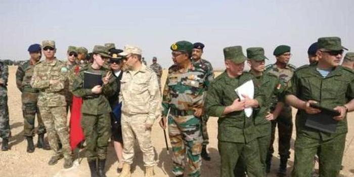 解放軍首乘印國產直升機 印網民興奮:看看就行別山寨