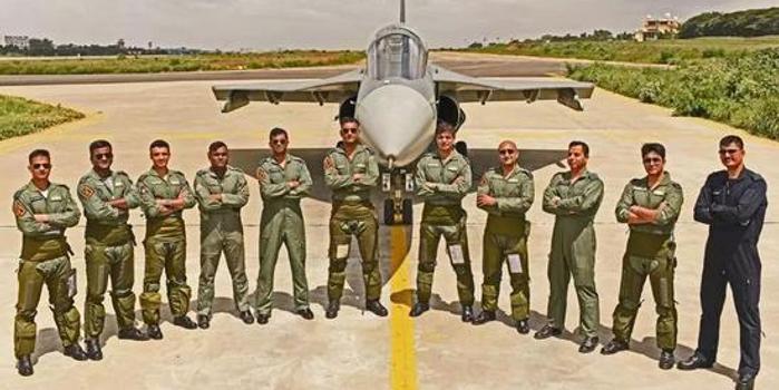 印度国产光辉战机成军 终于赶上了13年前服役的枭龙