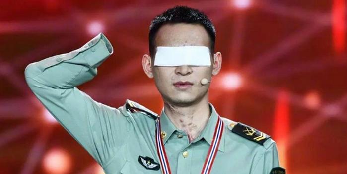 排雷英雄杜富国失去双眼双手1年后:被子仍要叠豆腐块