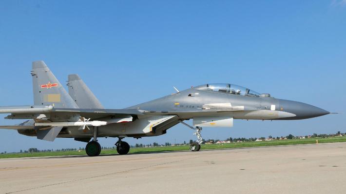 最爱和日本F15比划!中国空军苏30战斗机