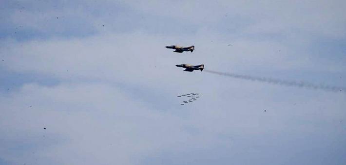 伊朗空军演习老旧战机打导弹