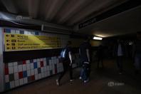 英国伦敦发生大规模停电事故  交通瘫痪市民滞留车站