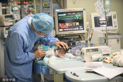"""亚洲最小患者""""换心""""手术成功 66天宝宝重获新生"""