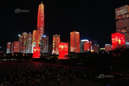 深圳国庆特别版灯光秀市平易近广场首演
