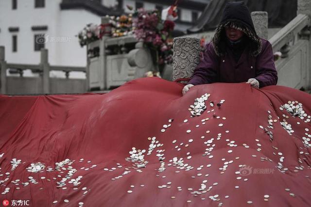 2019年2月9日,大年初五,武汉归元寺。早晨进寺人数突破50万人,预计全天香客达80万。
