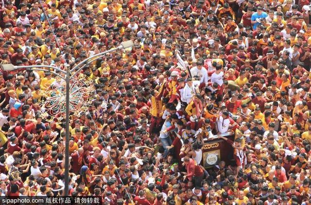 当地时间2019年1月9日,菲律宾马尼拉,据估计,目前有2100万人参加黑拿撒勒节。